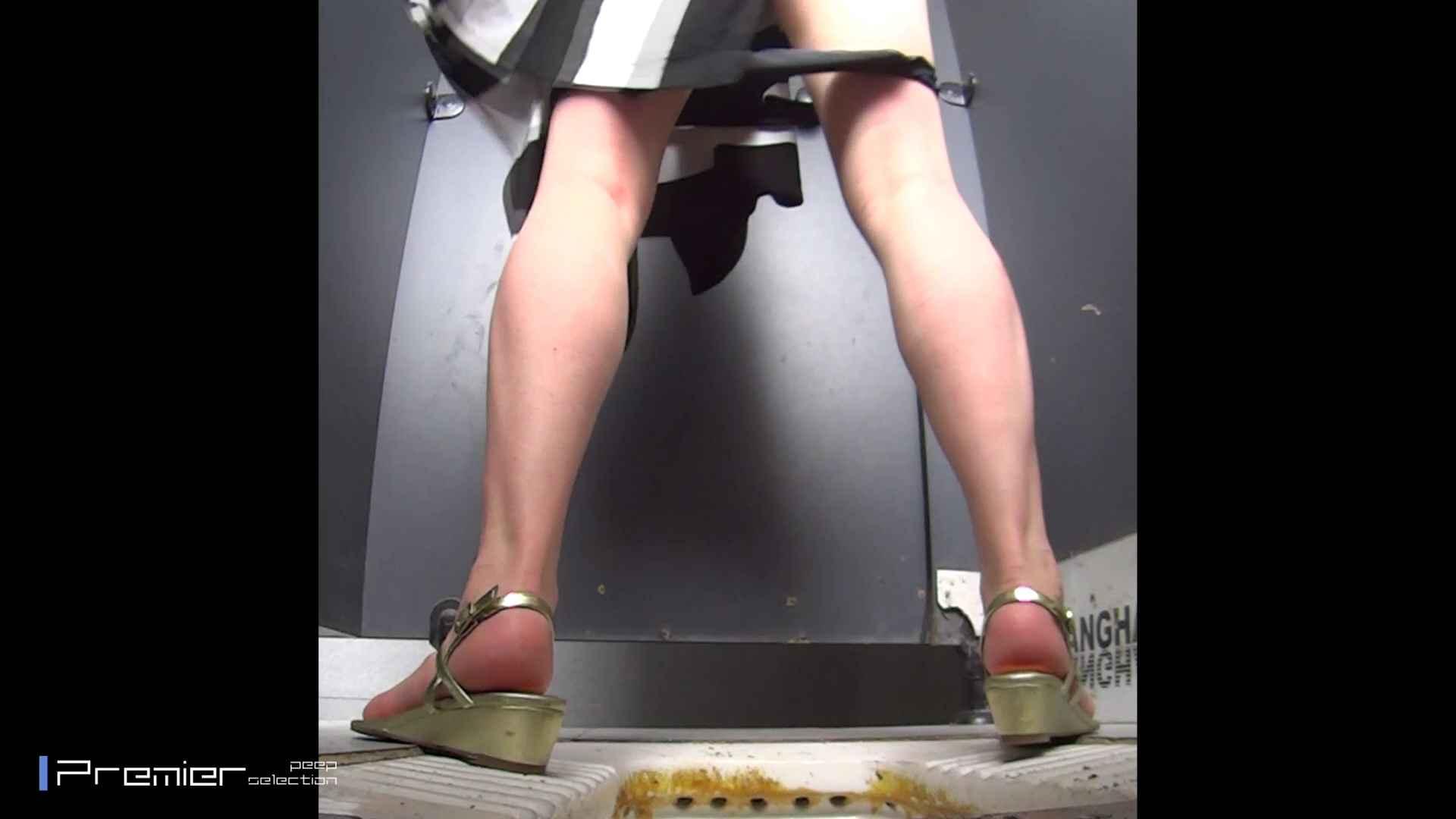 派手なJDトイレ盗撮 大学休憩時間の洗面所事情40 お姉さん   高画質  72画像 20