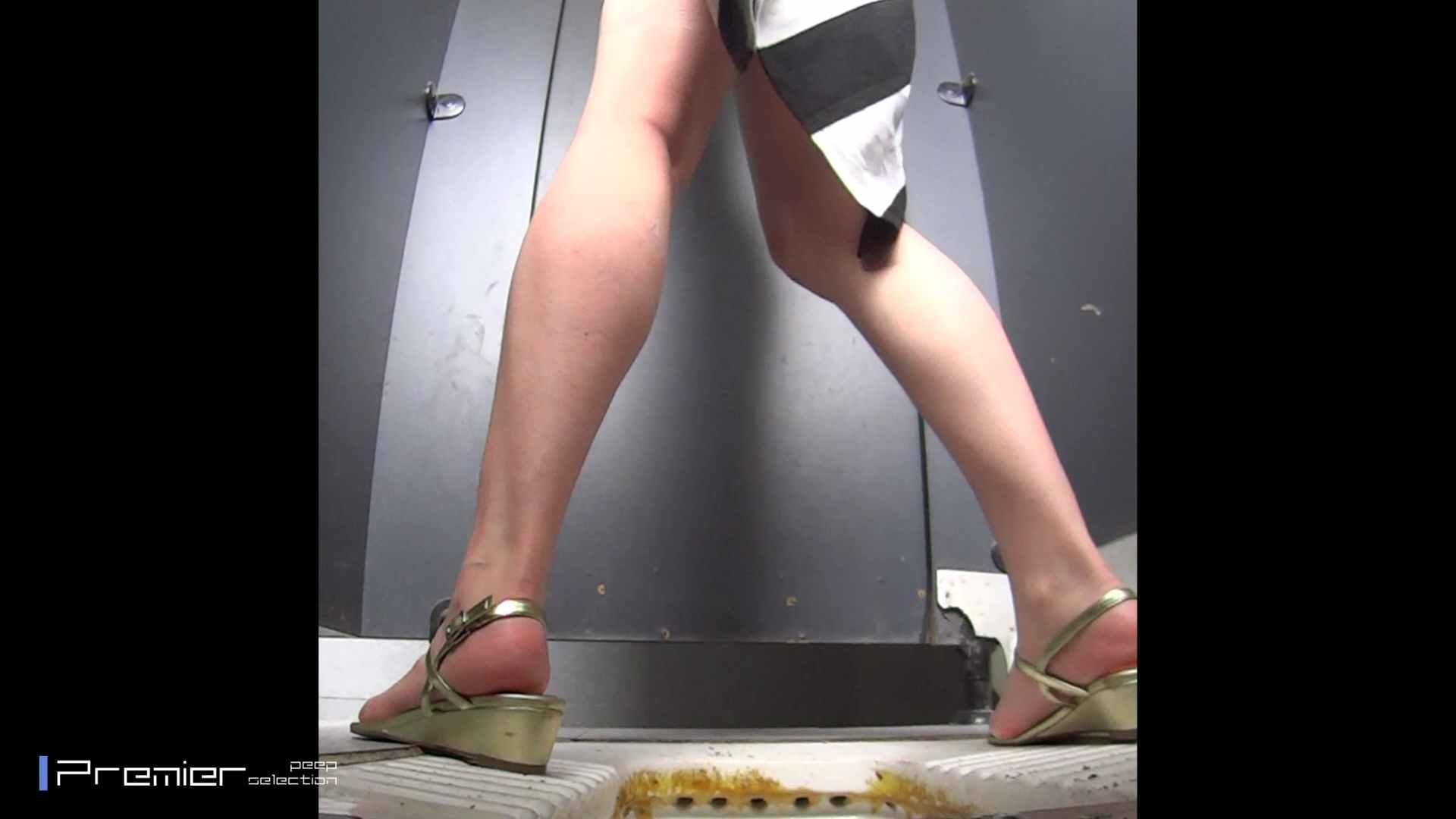 派手なJDトイレ盗撮 大学休憩時間の洗面所事情40 お姉さん   高画質  72画像 22