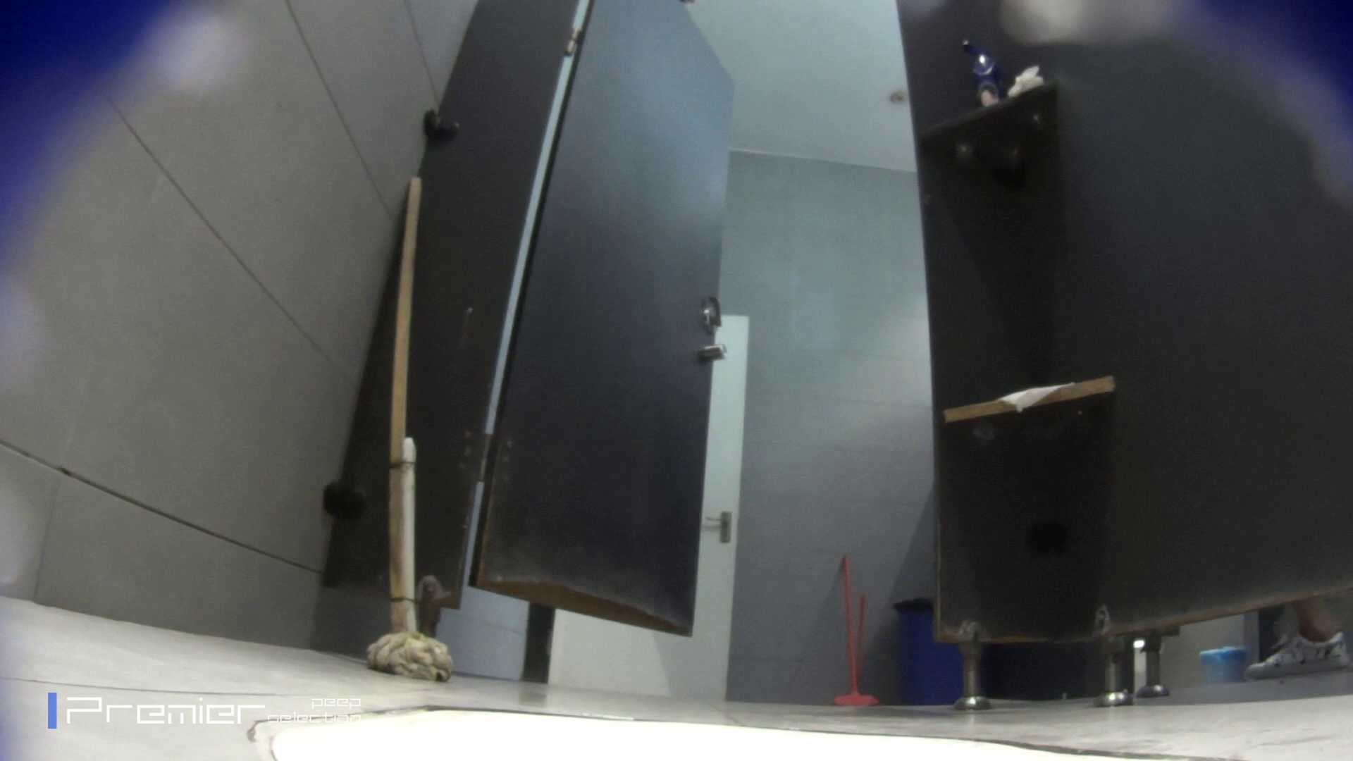 個室のドアを開けたまま放nyoする乙女 大学休憩時間の洗面所事情85 洗面所 | 細身  96画像 47