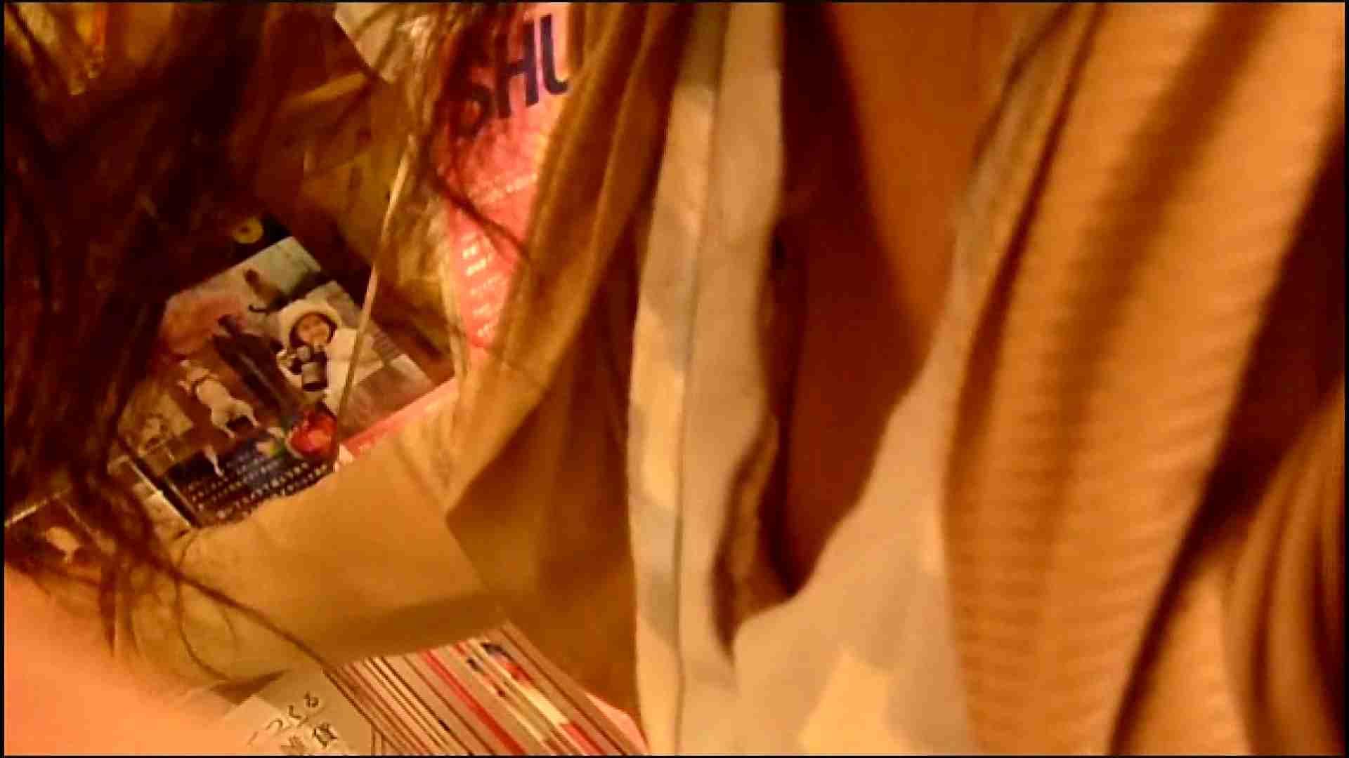 NO.3 某イオNN店内のエレベーター前でケータイに夢中な女の子 胸チラ   チラ  107画像 10