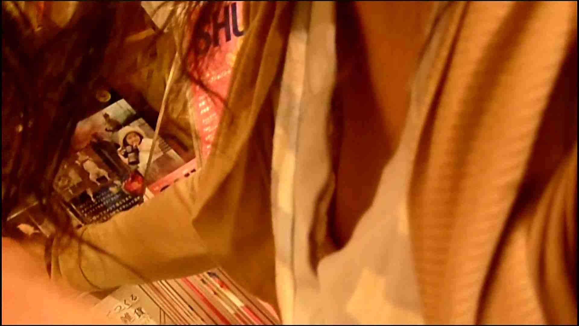 NO.3 某イオNN店内のエレベーター前でケータイに夢中な女の子 胸チラ   チラ  107画像 12