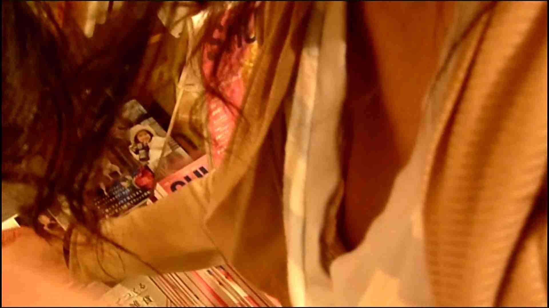 NO.3 某イオNN店内のエレベーター前でケータイに夢中な女の子 胸チラ   チラ  107画像 14