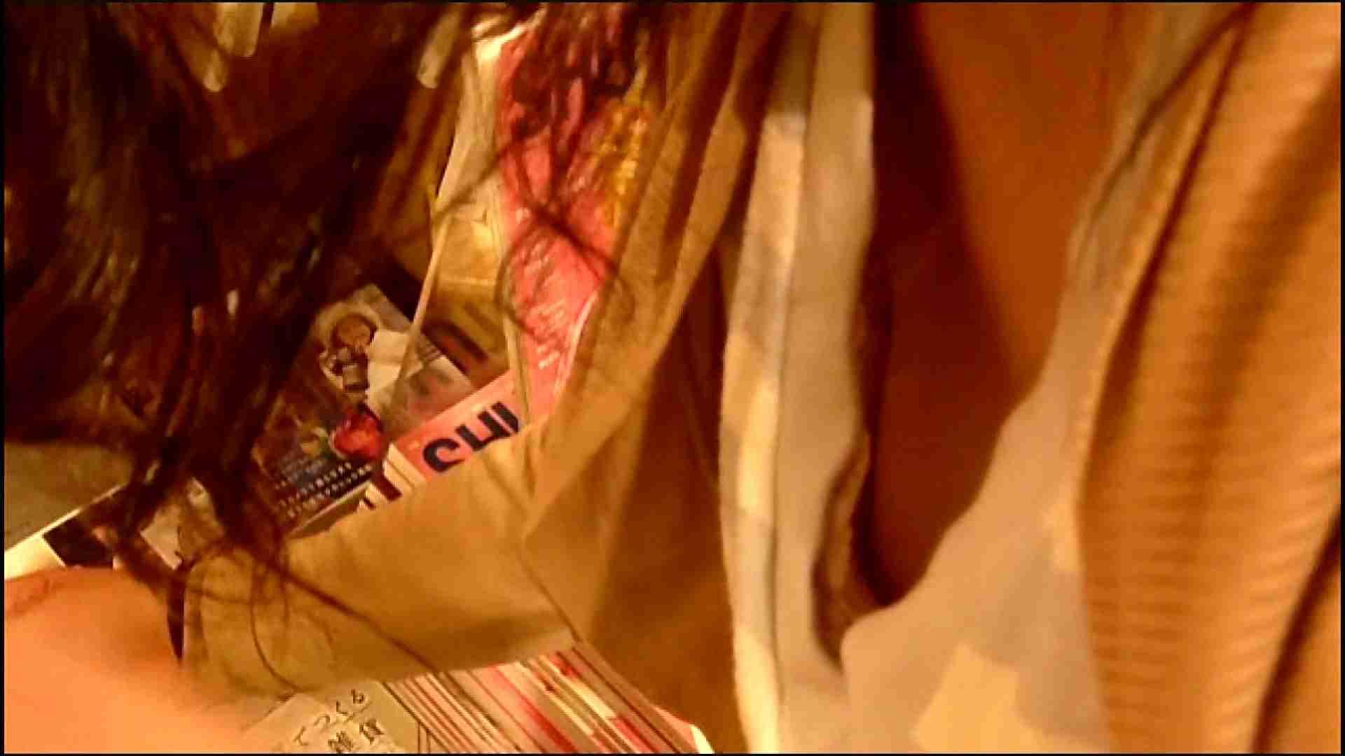 NO.3 某イオNN店内のエレベーター前でケータイに夢中な女の子 胸チラ   チラ  107画像 17