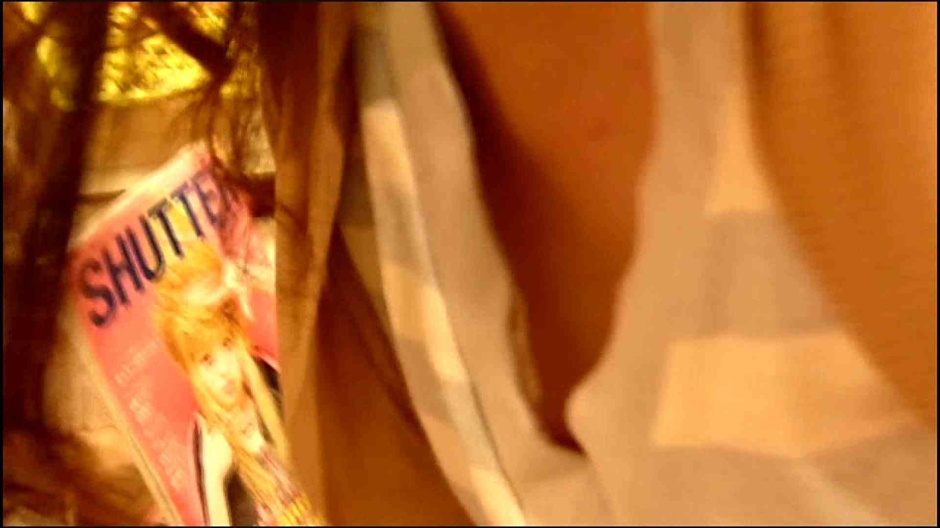 NO.3 某イオNN店内のエレベーター前でケータイに夢中な女の子 胸チラ   チラ  107画像 25