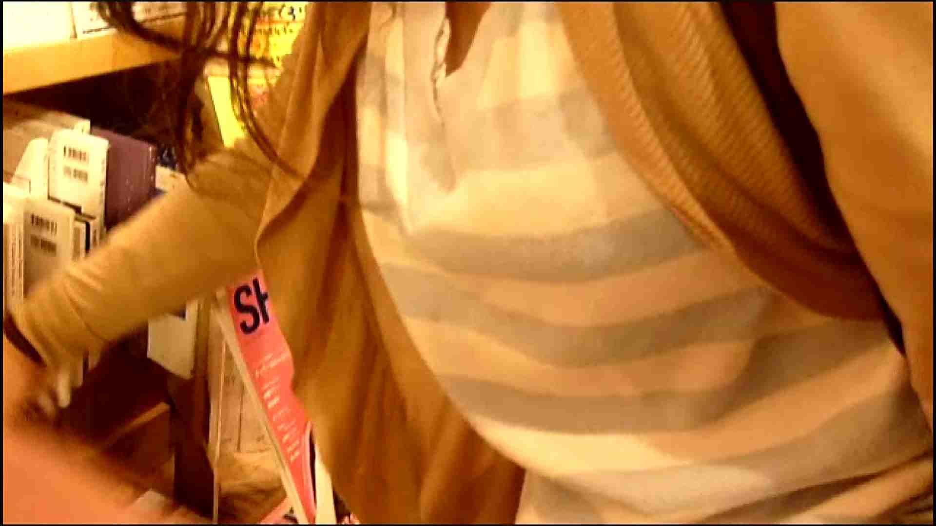 NO.3 某イオNN店内のエレベーター前でケータイに夢中な女の子 胸チラ   チラ  107画像 57