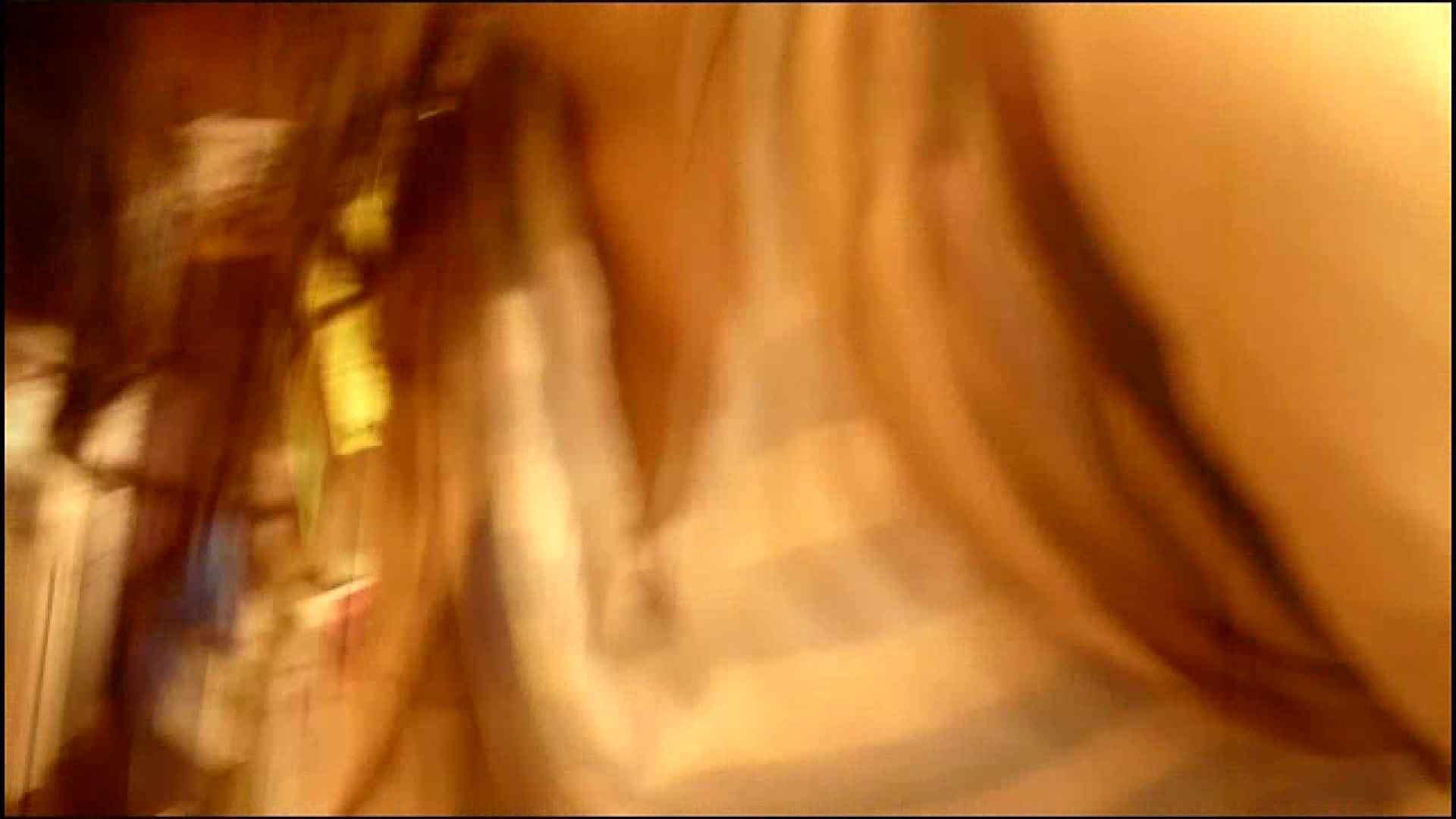 NO.3 某イオNN店内のエレベーター前でケータイに夢中な女の子 胸チラ   チラ  107画像 66
