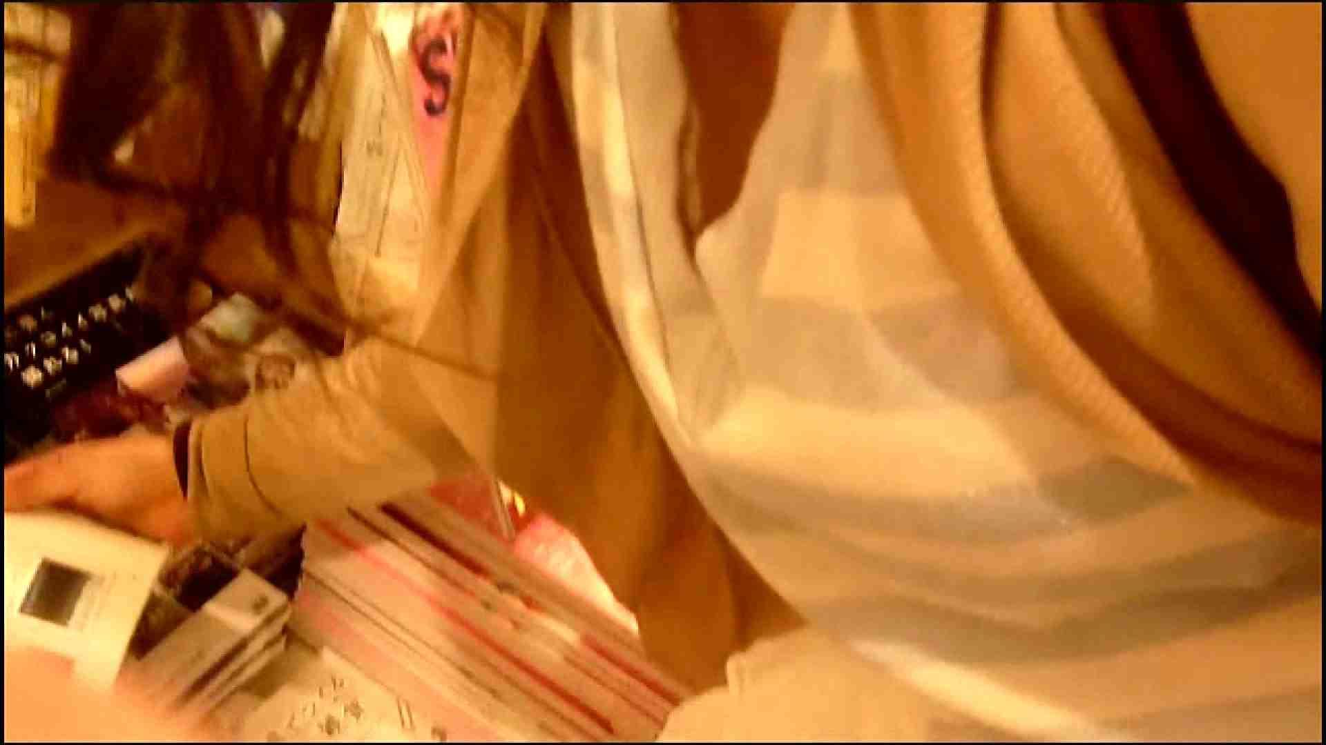 NO.3 某イオNN店内のエレベーター前でケータイに夢中な女の子 胸チラ   チラ  107画像 79