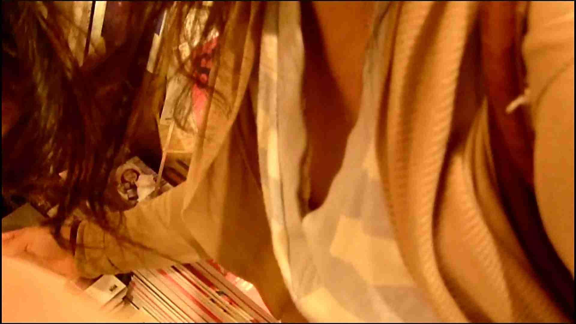 NO.3 某イオNN店内のエレベーター前でケータイに夢中な女の子 胸チラ   チラ  107画像 85