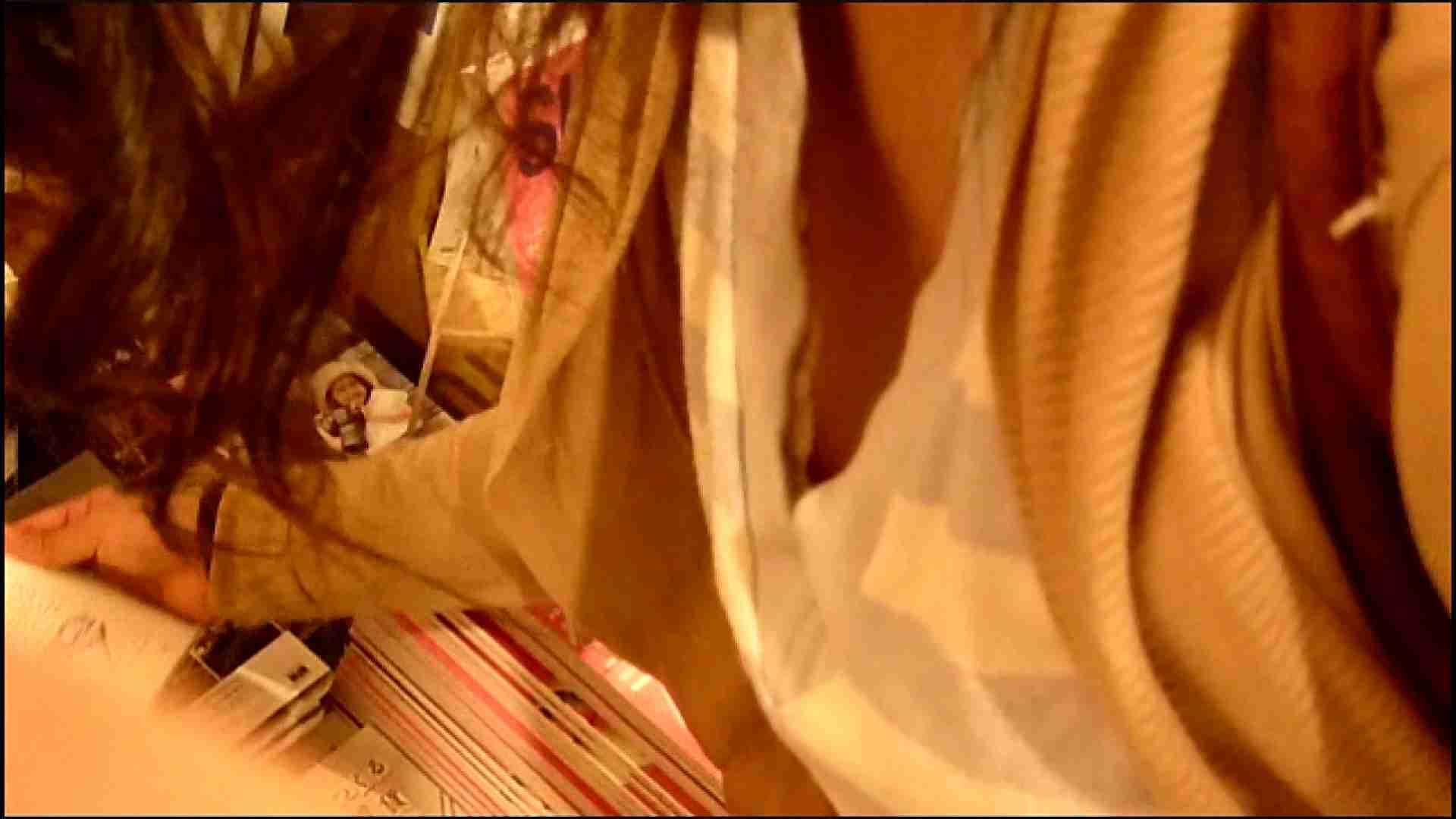 NO.3 某イオNN店内のエレベーター前でケータイに夢中な女の子 胸チラ   チラ  107画像 88