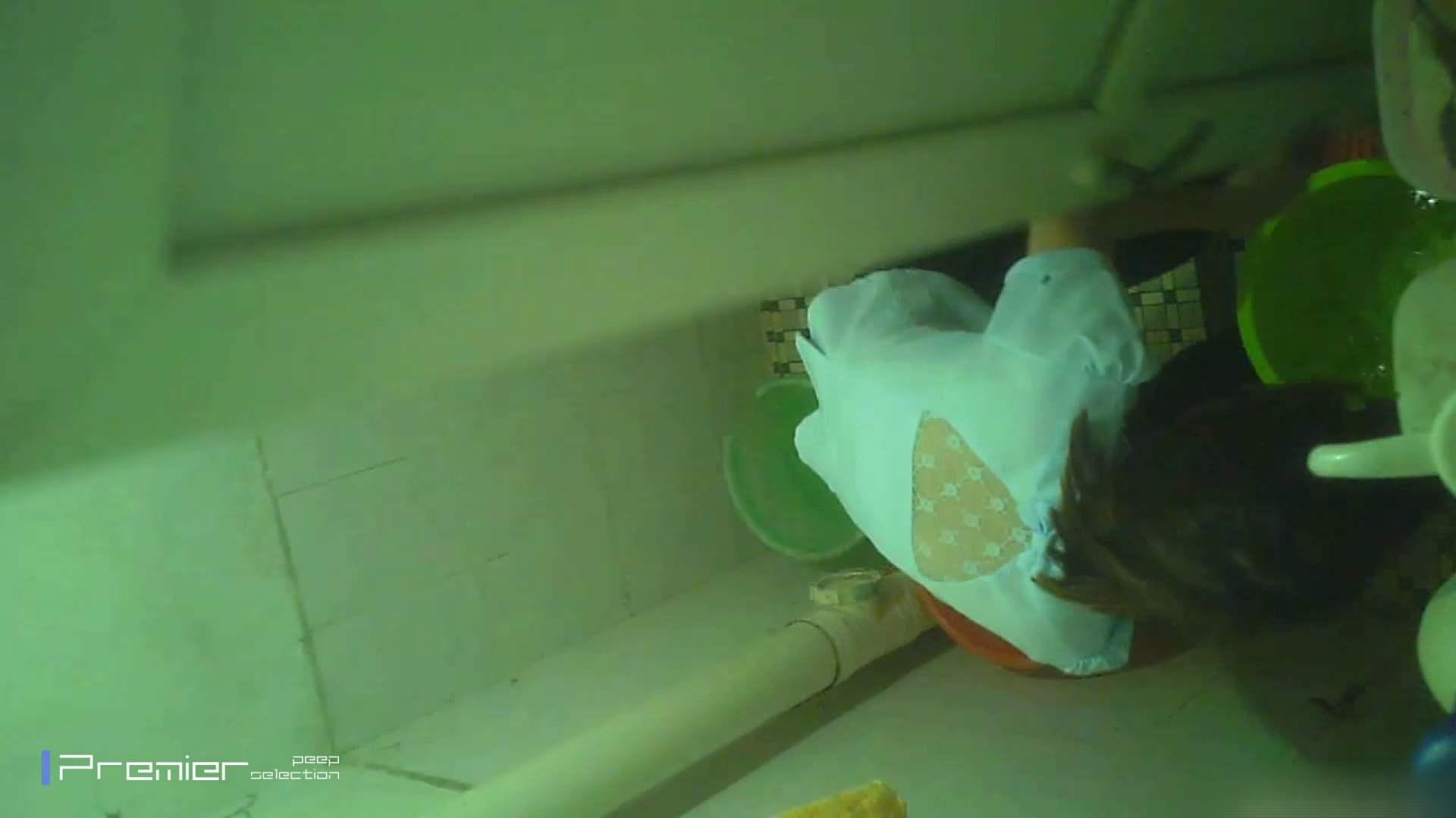 美女の痴態に密着!洗面所で体を洗う!絶世の美女 Vol.06 桃色乳首   盗撮  39画像 12