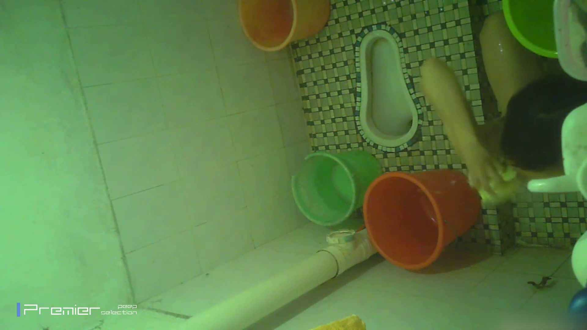 美女の痴態に密着!洗面所で体を洗う!絶世の美女 Vol.06 桃色乳首   盗撮  39画像 18