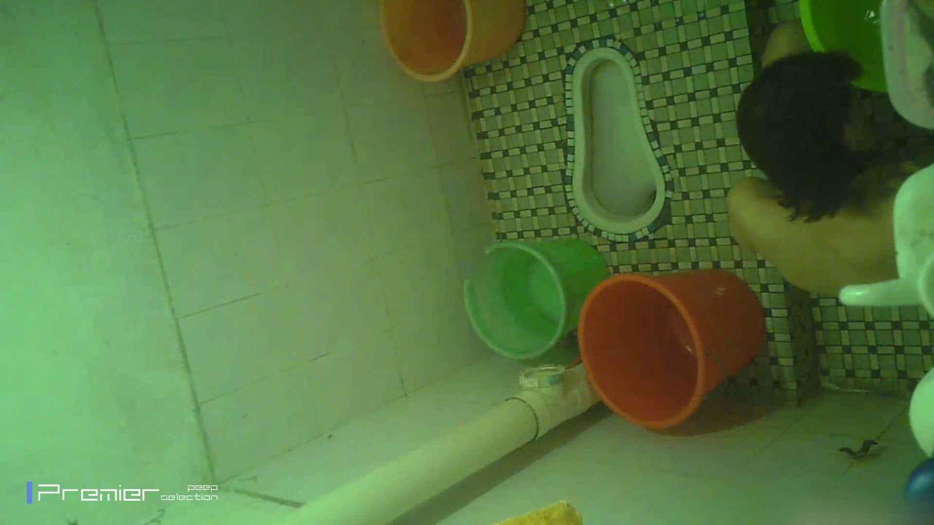 美女の痴態に密着!洗面所で体を洗う!絶世の美女 Vol.06 桃色乳首   盗撮  39画像 19