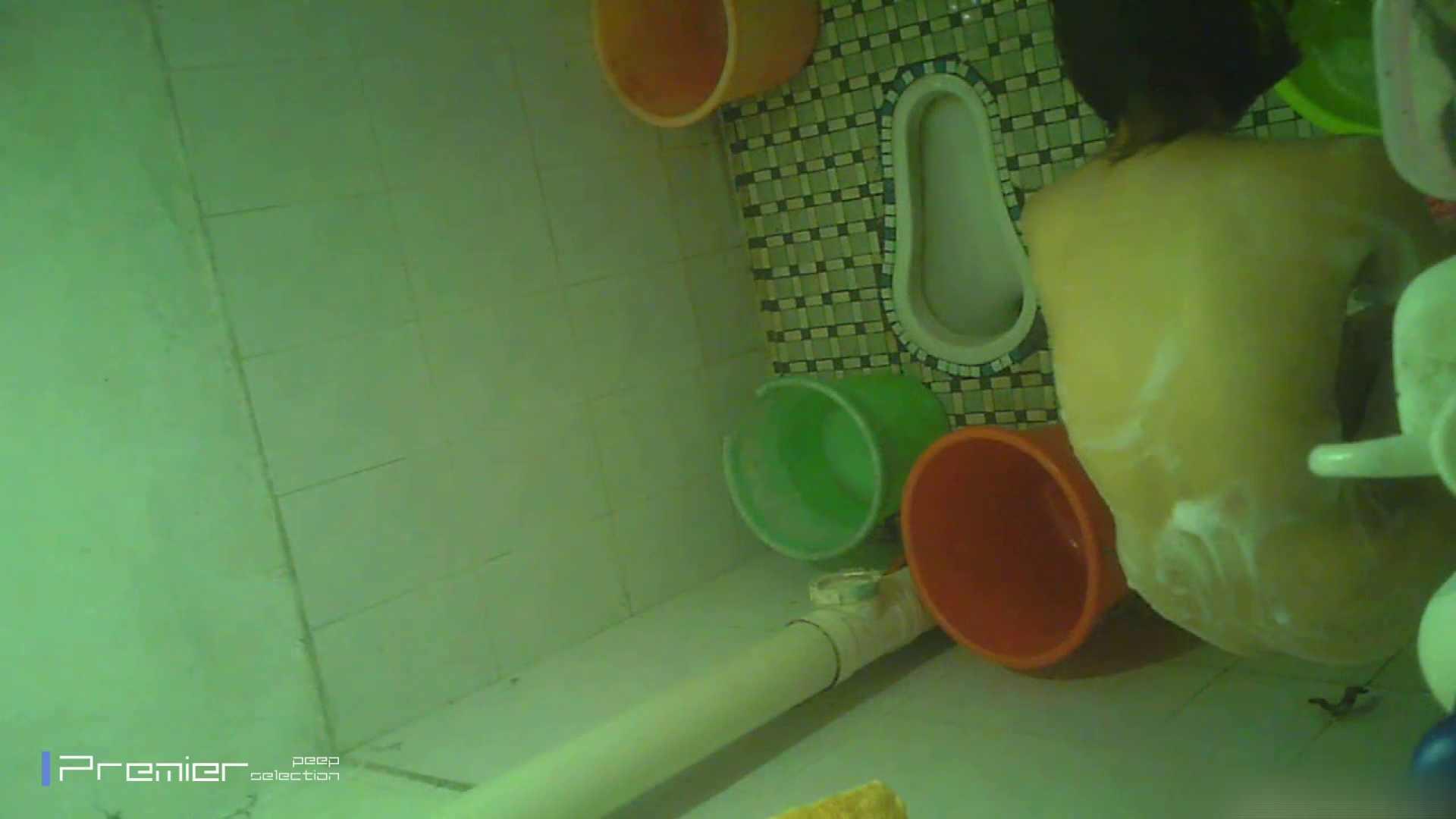 美女の痴態に密着!洗面所で体を洗う!絶世の美女 Vol.06 桃色乳首   盗撮  39画像 23