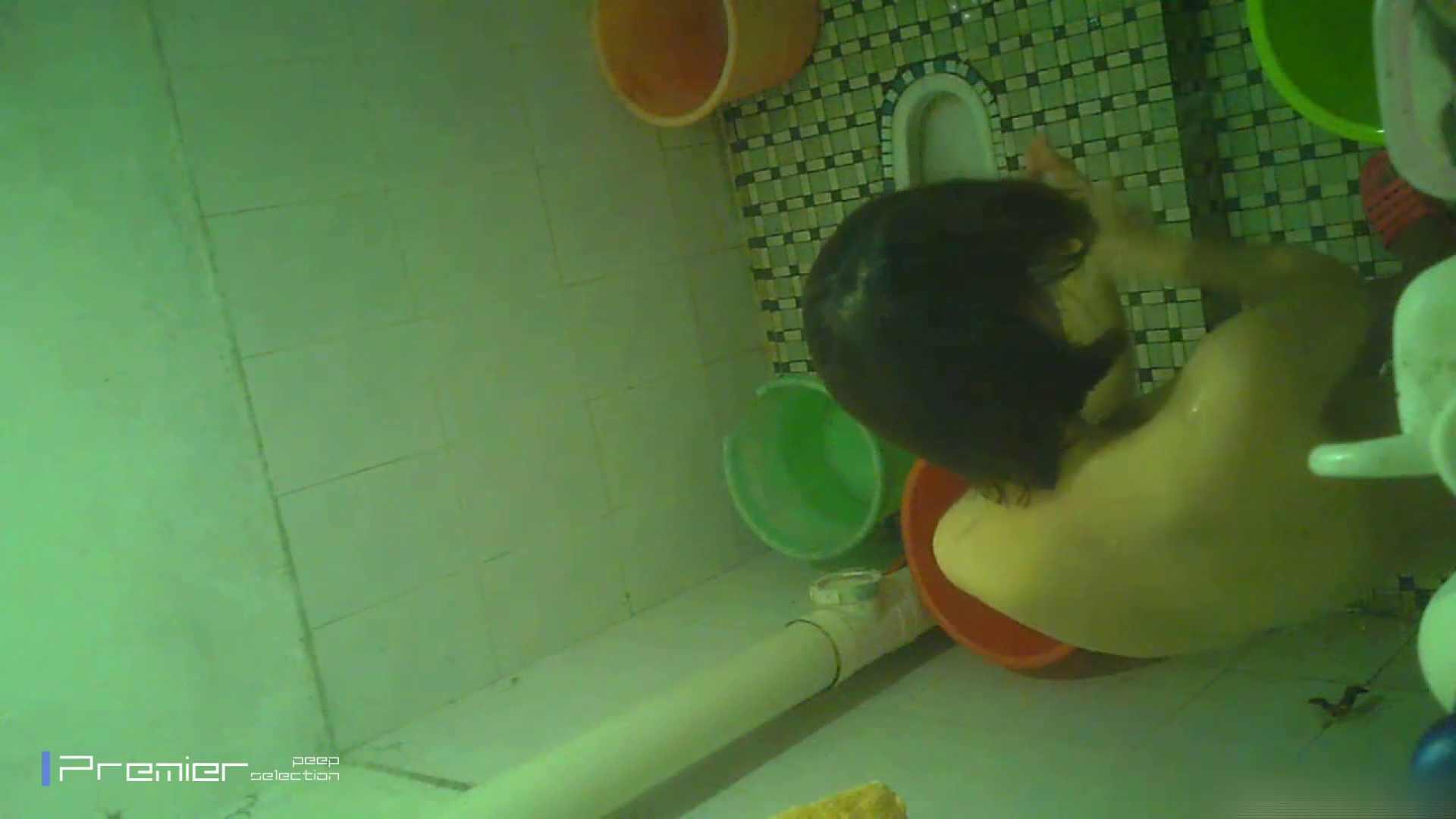 美女の痴態に密着!洗面所で体を洗う!絶世の美女 Vol.06 桃色乳首   盗撮  39画像 26