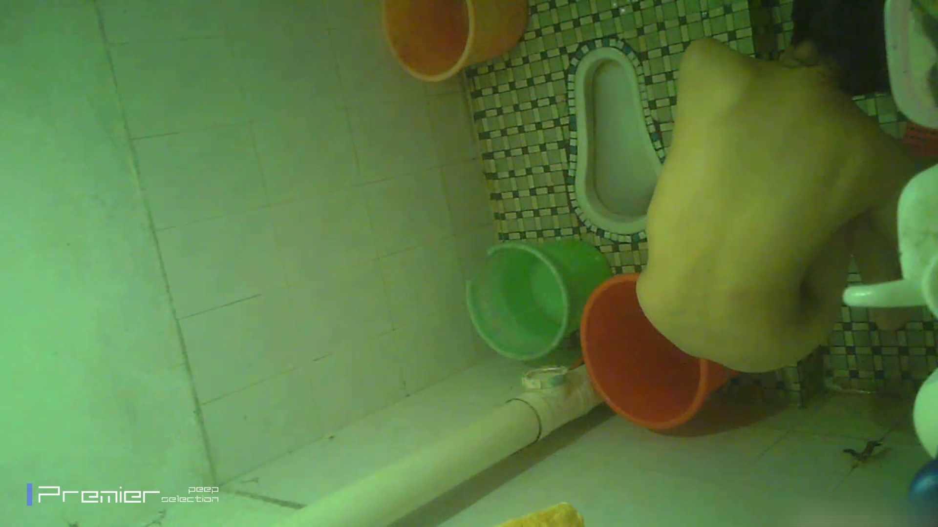 美女の痴態に密着!洗面所で体を洗う!絶世の美女 Vol.06 桃色乳首   盗撮  39画像 28