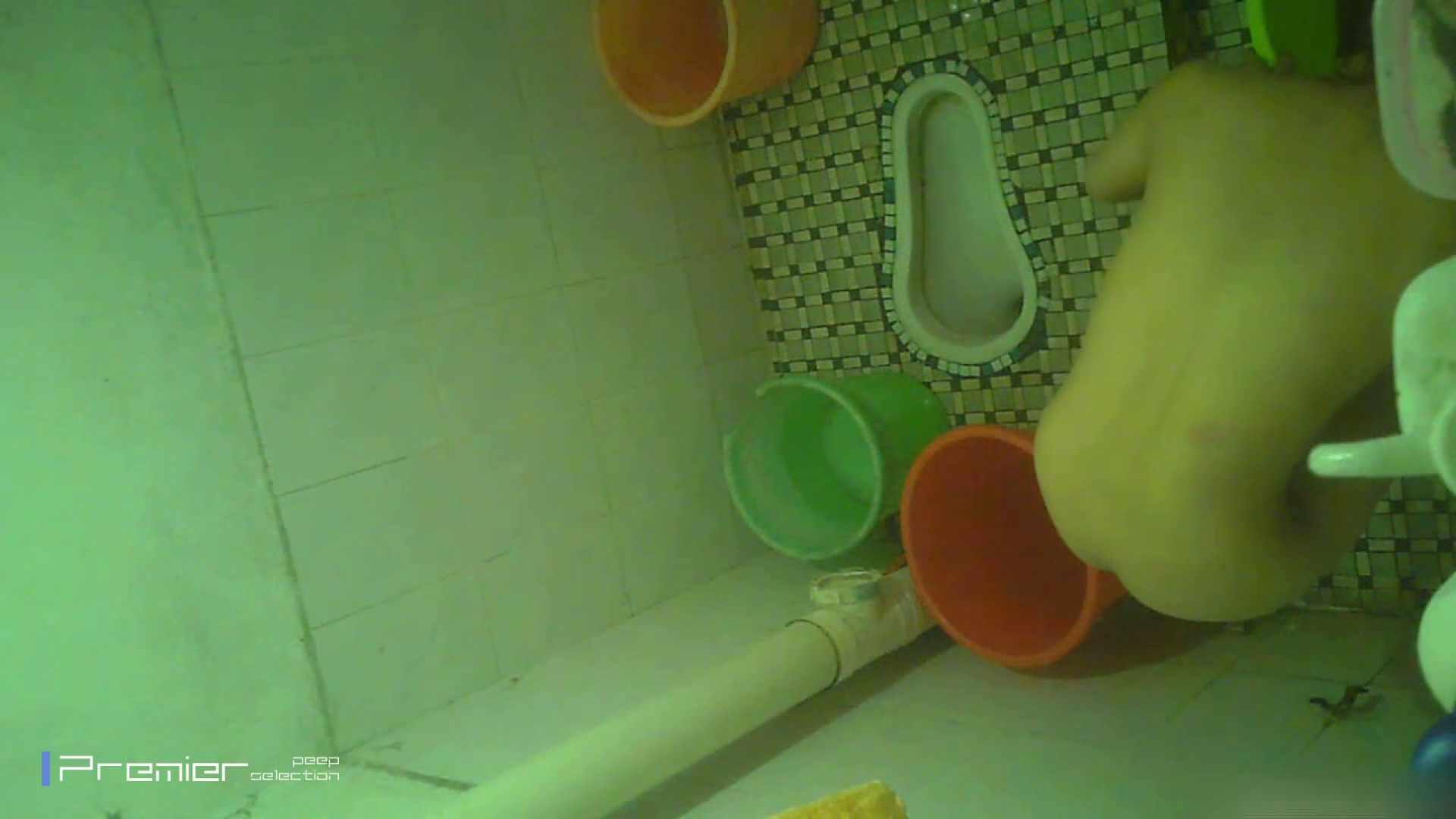 美女の痴態に密着!洗面所で体を洗う!絶世の美女 Vol.06 桃色乳首   盗撮  39画像 29