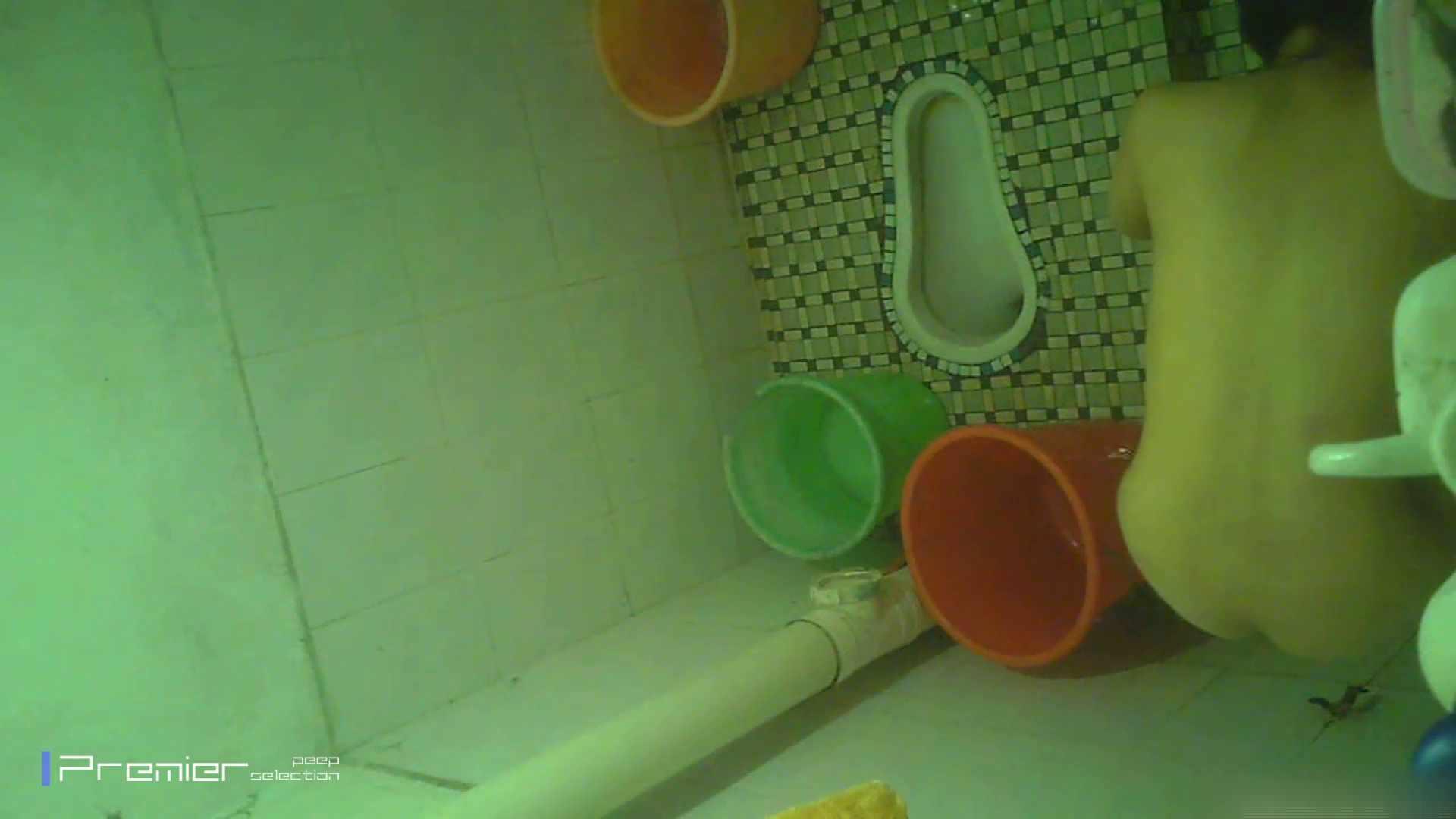 美女の痴態に密着!洗面所で体を洗う!絶世の美女 Vol.06 桃色乳首   盗撮  39画像 32