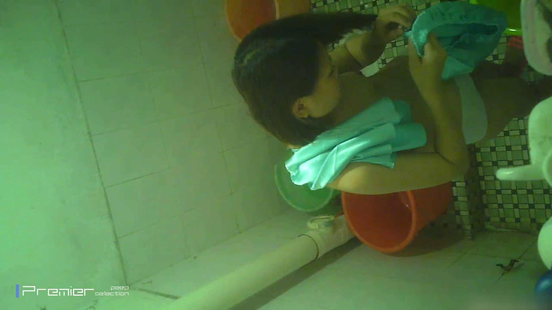美女の痴態に密着!洗面所で体を洗う!絶世の美女 Vol.06 桃色乳首   盗撮  39画像 37