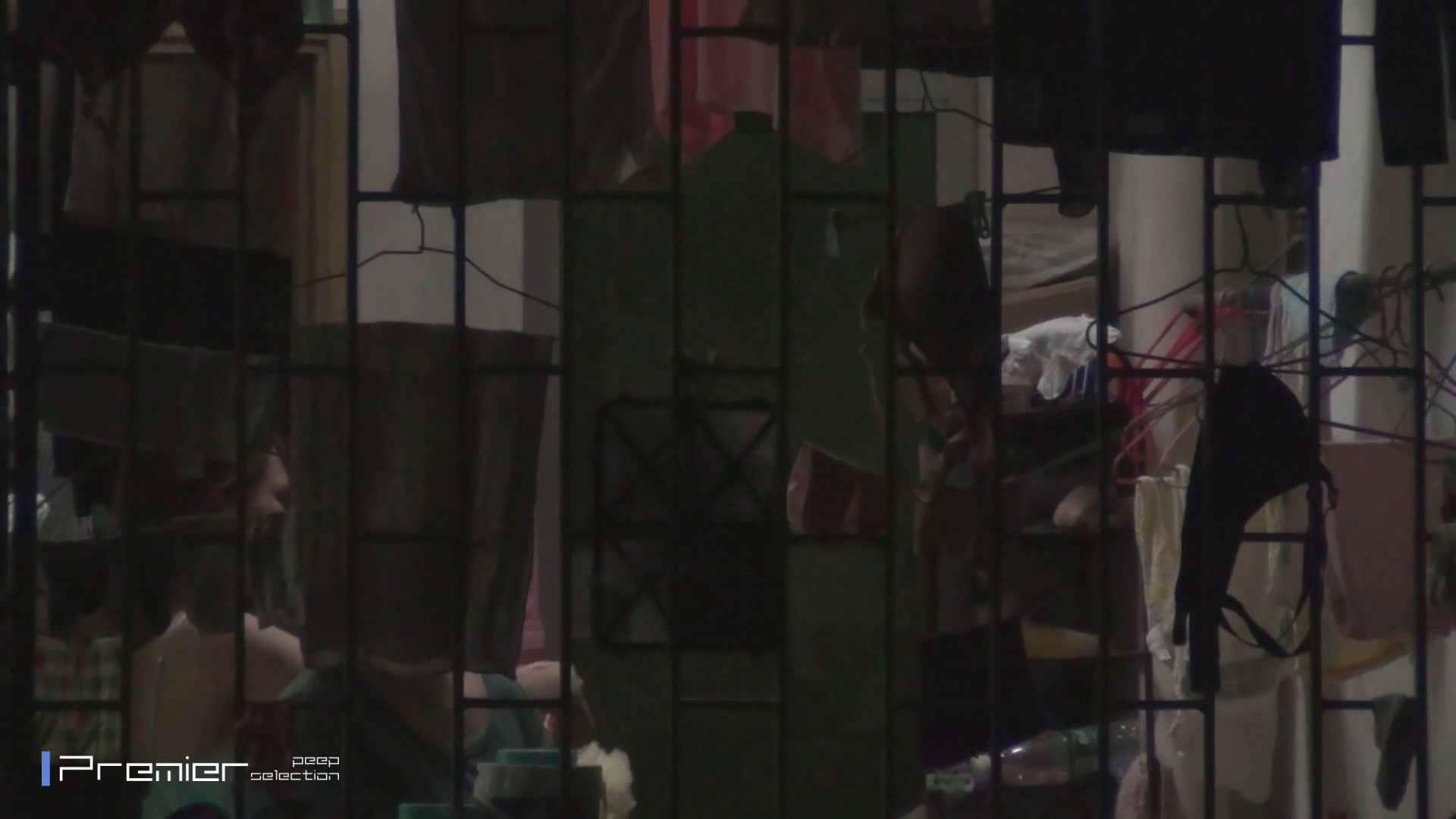 美女の痴態に密着!洗濯物を干す女 Vol.07 美女H映像 | 洗面所  29画像 2