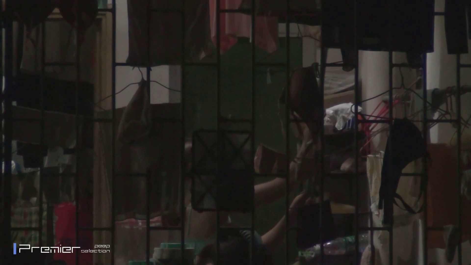 美女の痴態に密着!洗濯物を干す女 Vol.07 美女H映像 | 洗面所  29画像 21