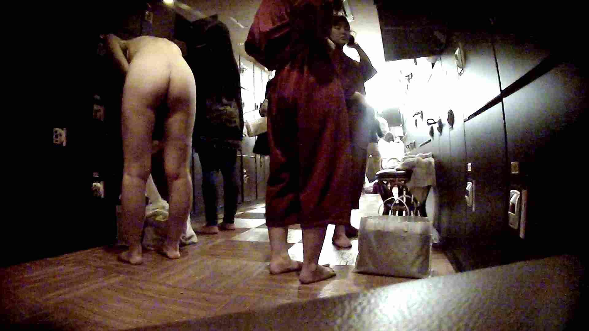 脱衣所!オムニバス 大混雑!注目はあの人の御御足でしょう。 ギャル   女湯  94画像 6