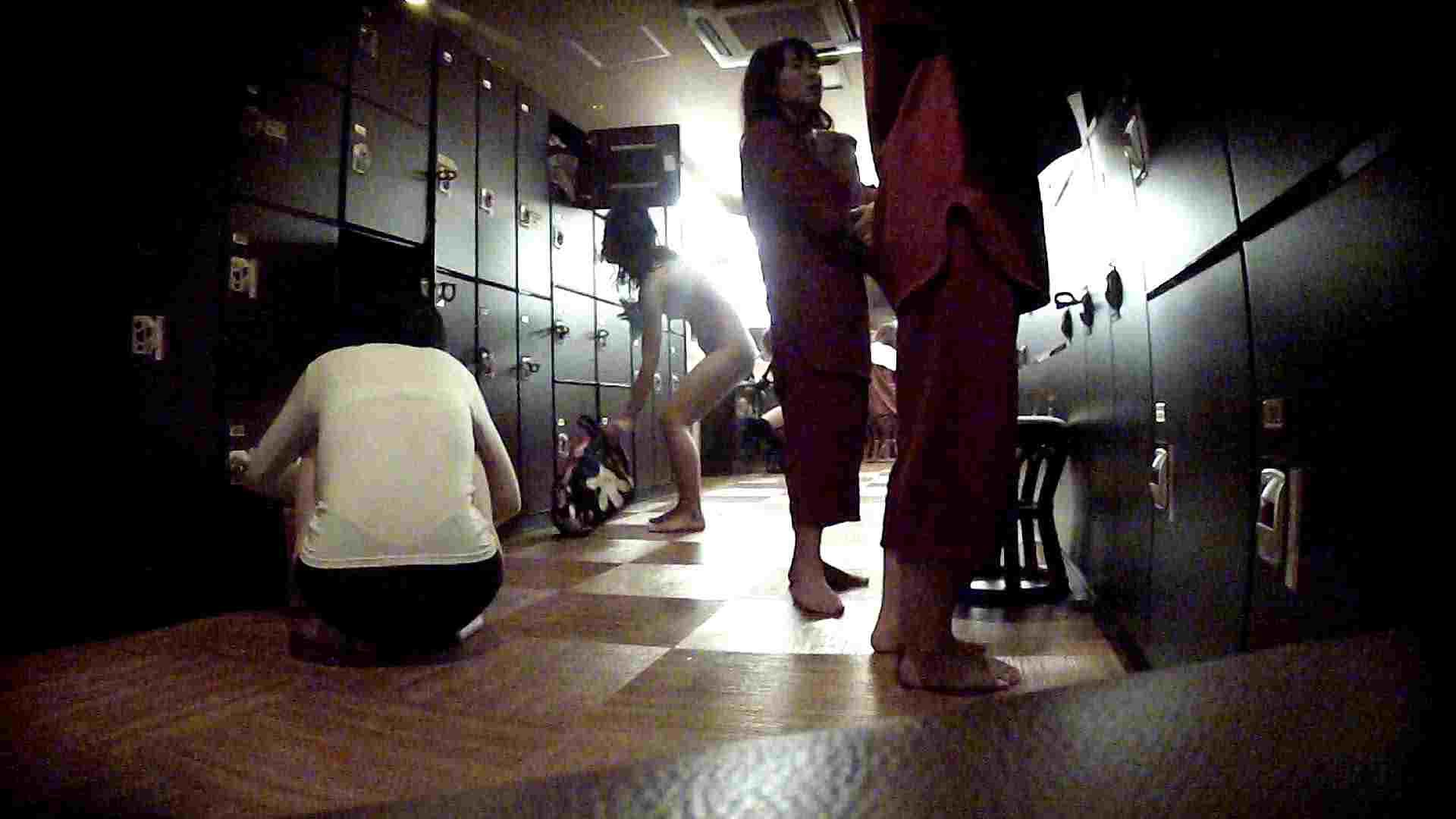 脱衣所!オムニバス 大混雑!注目はあの人の御御足でしょう。 ギャル   女湯  94画像 17