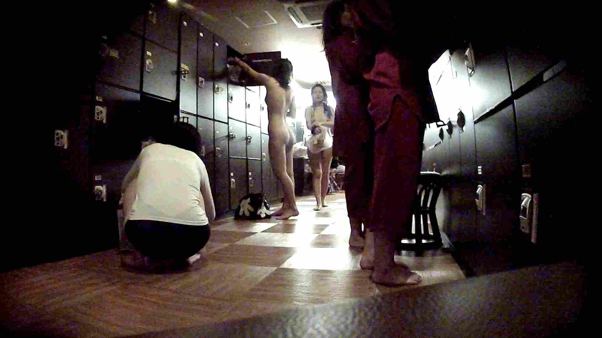 脱衣所!オムニバス 大混雑!注目はあの人の御御足でしょう。 ギャル   女湯  94画像 18
