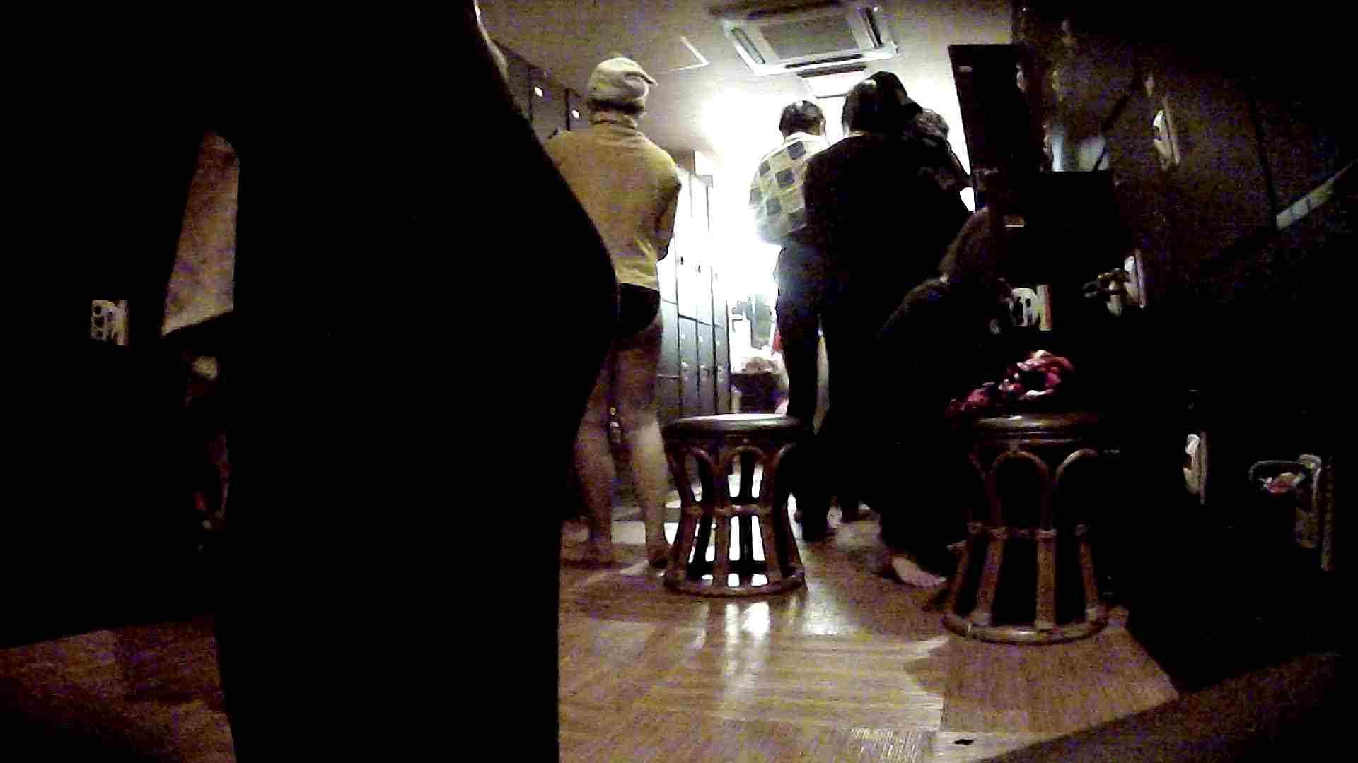 脱衣所!オムニバス 大混雑!注目はあの人の御御足でしょう。 ギャル   女湯  94画像 26