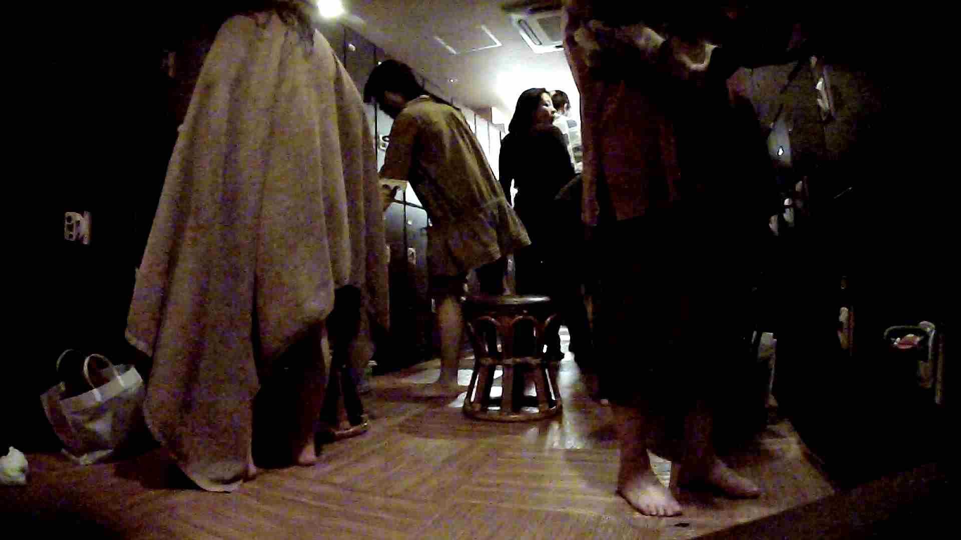 脱衣所!オムニバス 大混雑!注目はあの人の御御足でしょう。 ギャル   女湯  94画像 48