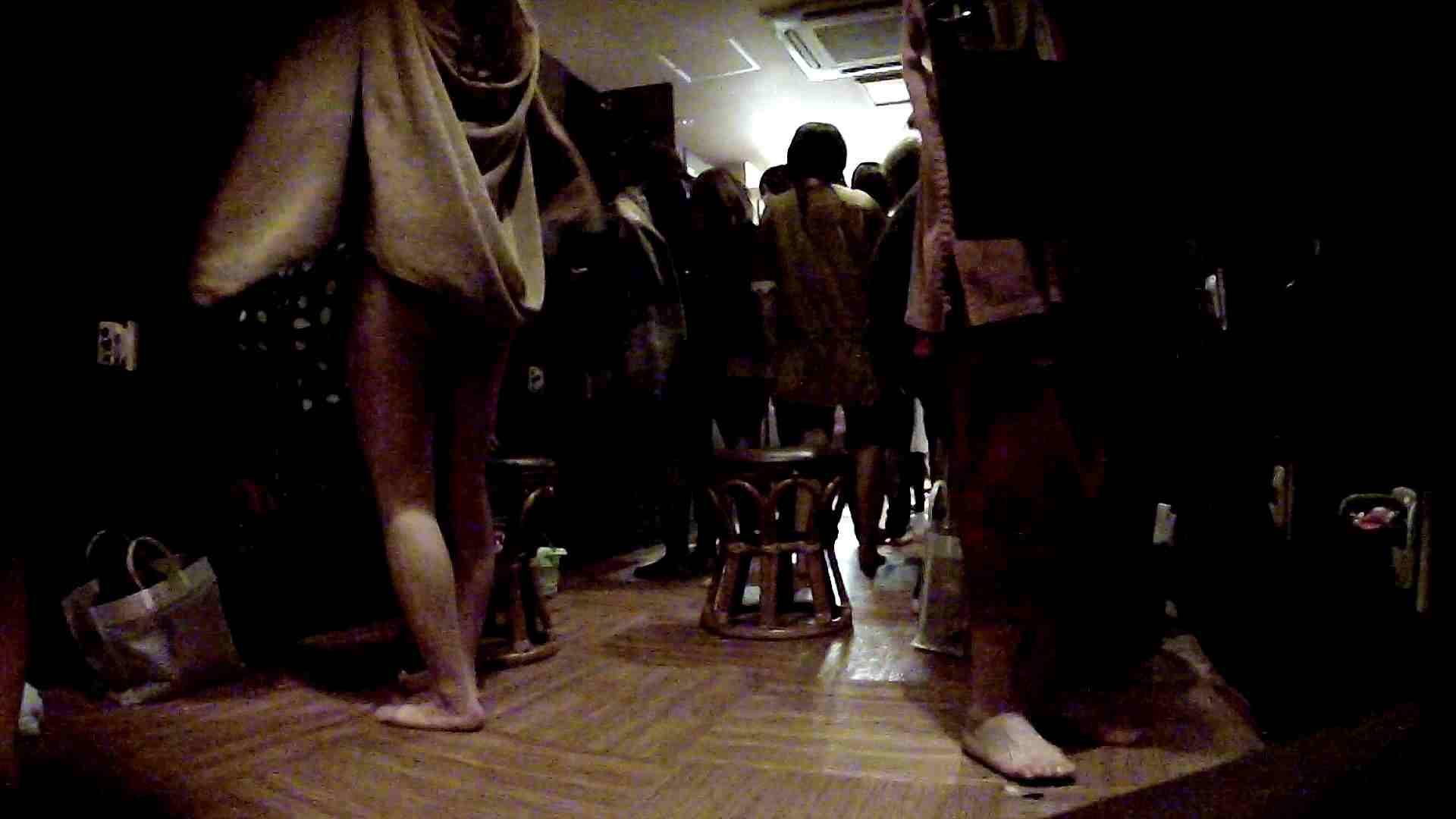 脱衣所!オムニバス 大混雑!注目はあの人の御御足でしょう。 ギャル   女湯  94画像 50