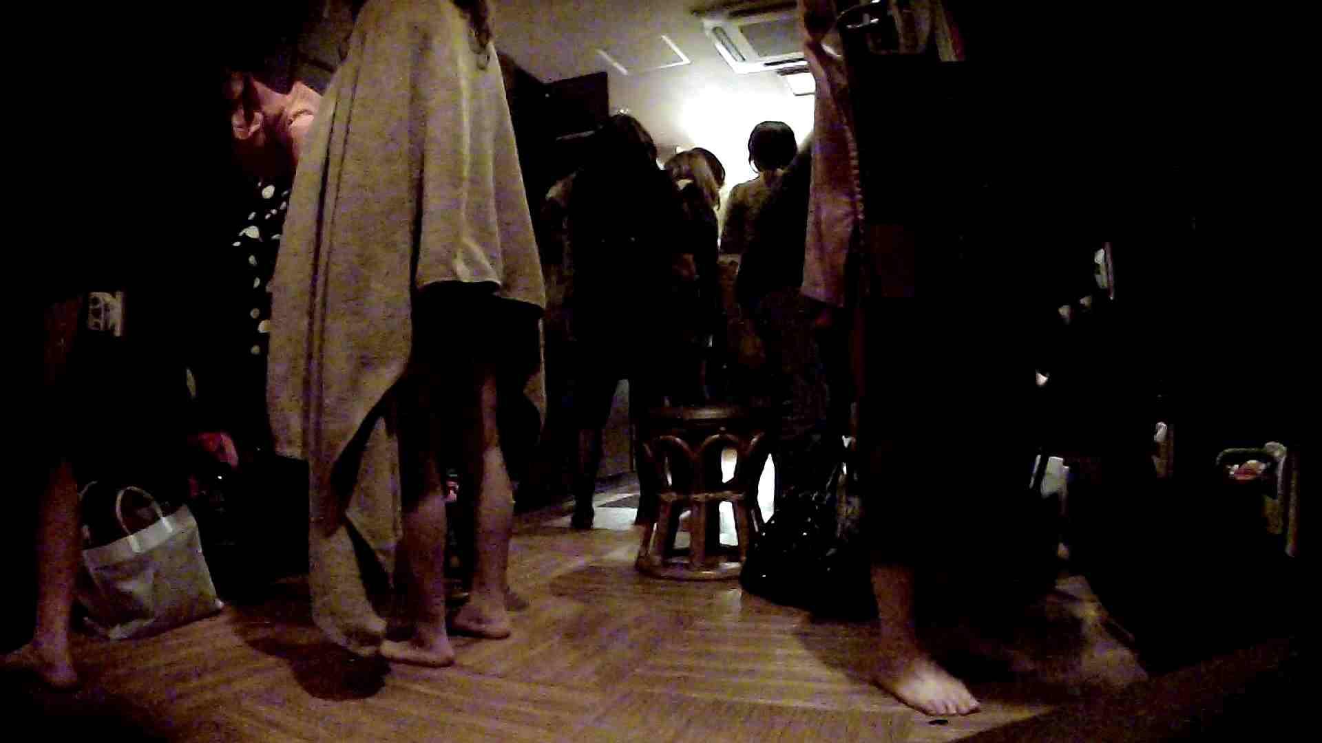 脱衣所!オムニバス 大混雑!注目はあの人の御御足でしょう。 ギャル   女湯  94画像 53