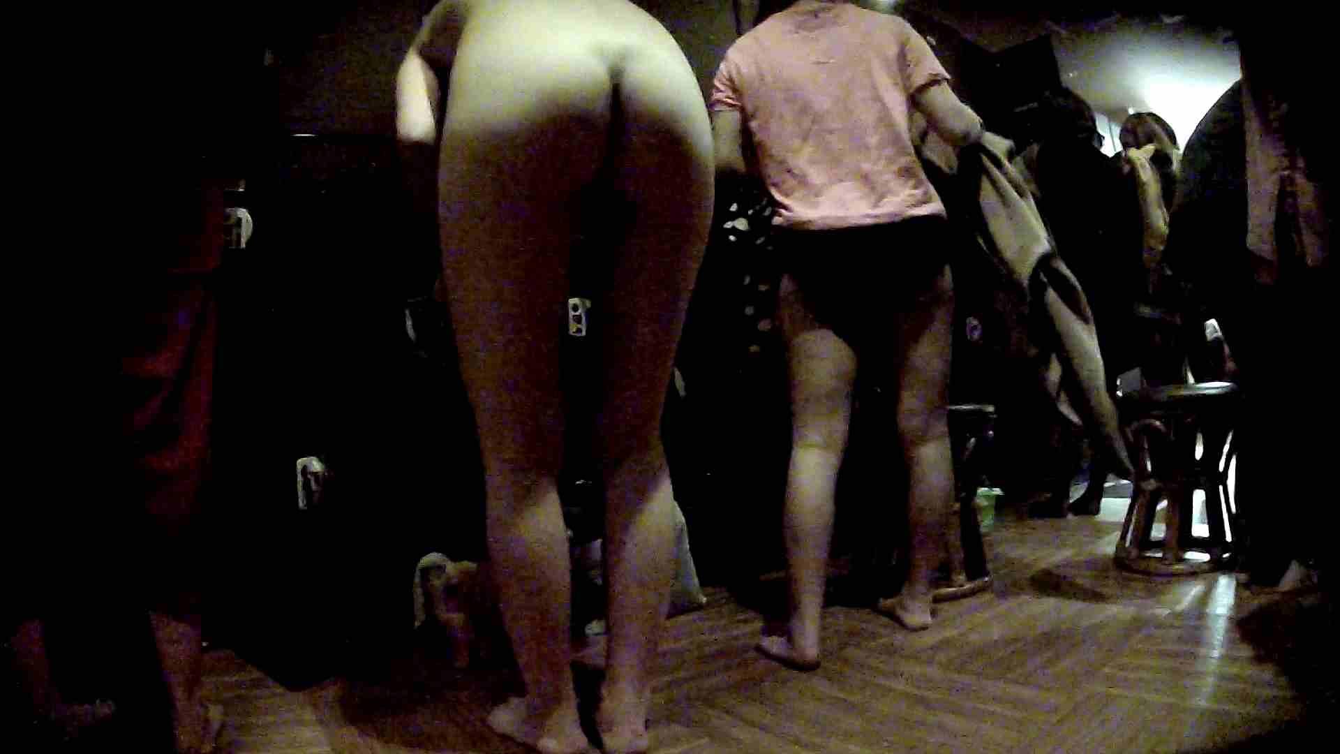 脱衣所!オムニバス 大混雑!注目はあの人の御御足でしょう。 ギャル   女湯  94画像 57