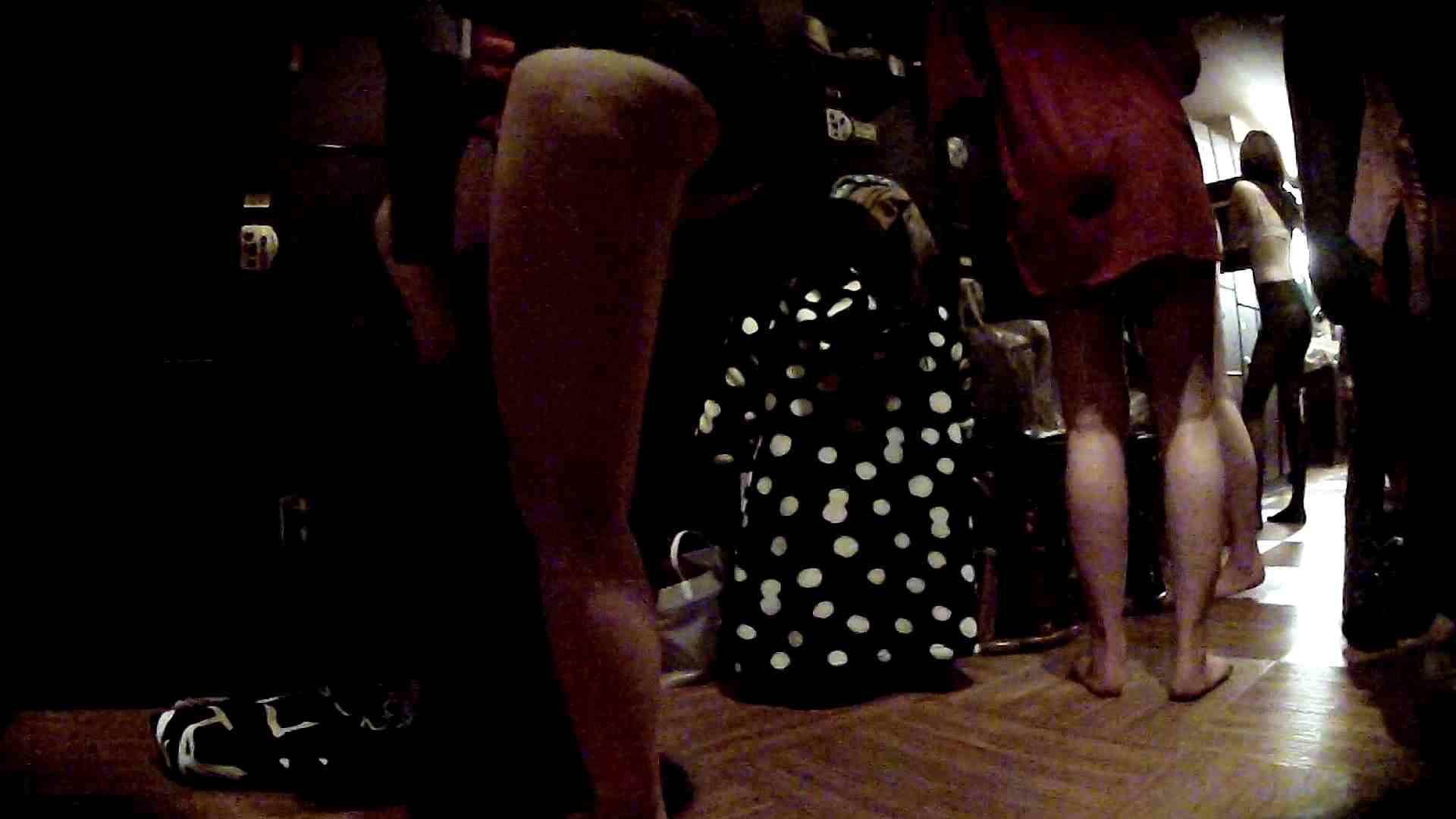 脱衣所!オムニバス 大混雑!注目はあの人の御御足でしょう。 ギャル   女湯  94画像 75