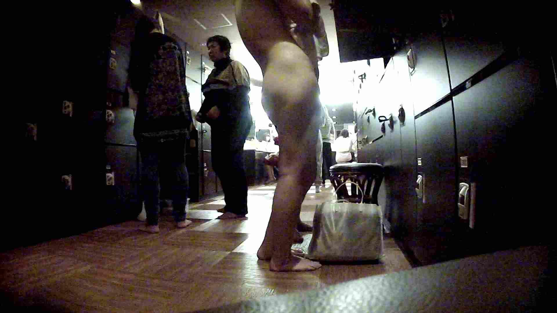 脱衣所!オムニバス 大混雑!注目はあの人の御御足でしょう。 ギャル   女湯  94画像 82