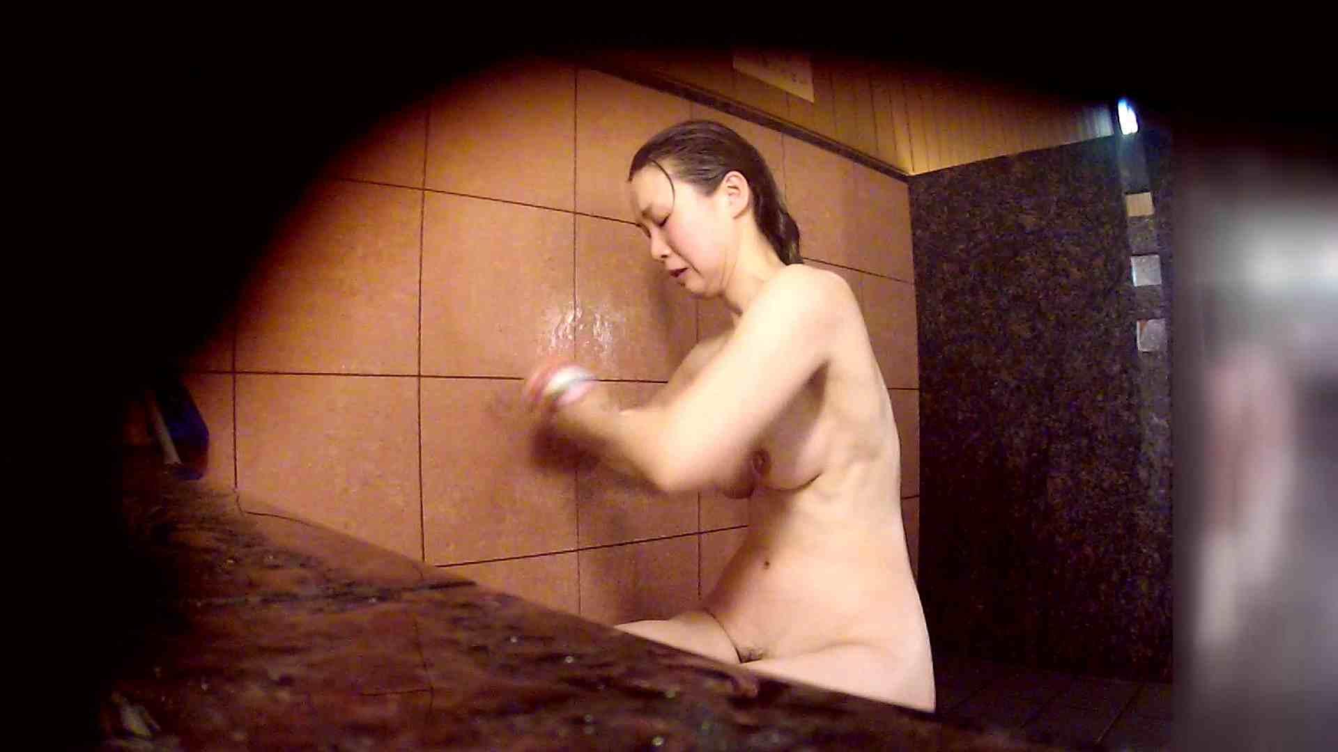 洗い場!マッスルお嬢さん!でもオッパイだけは柔らかそうです。 巨乳 | むっちり  108画像 13