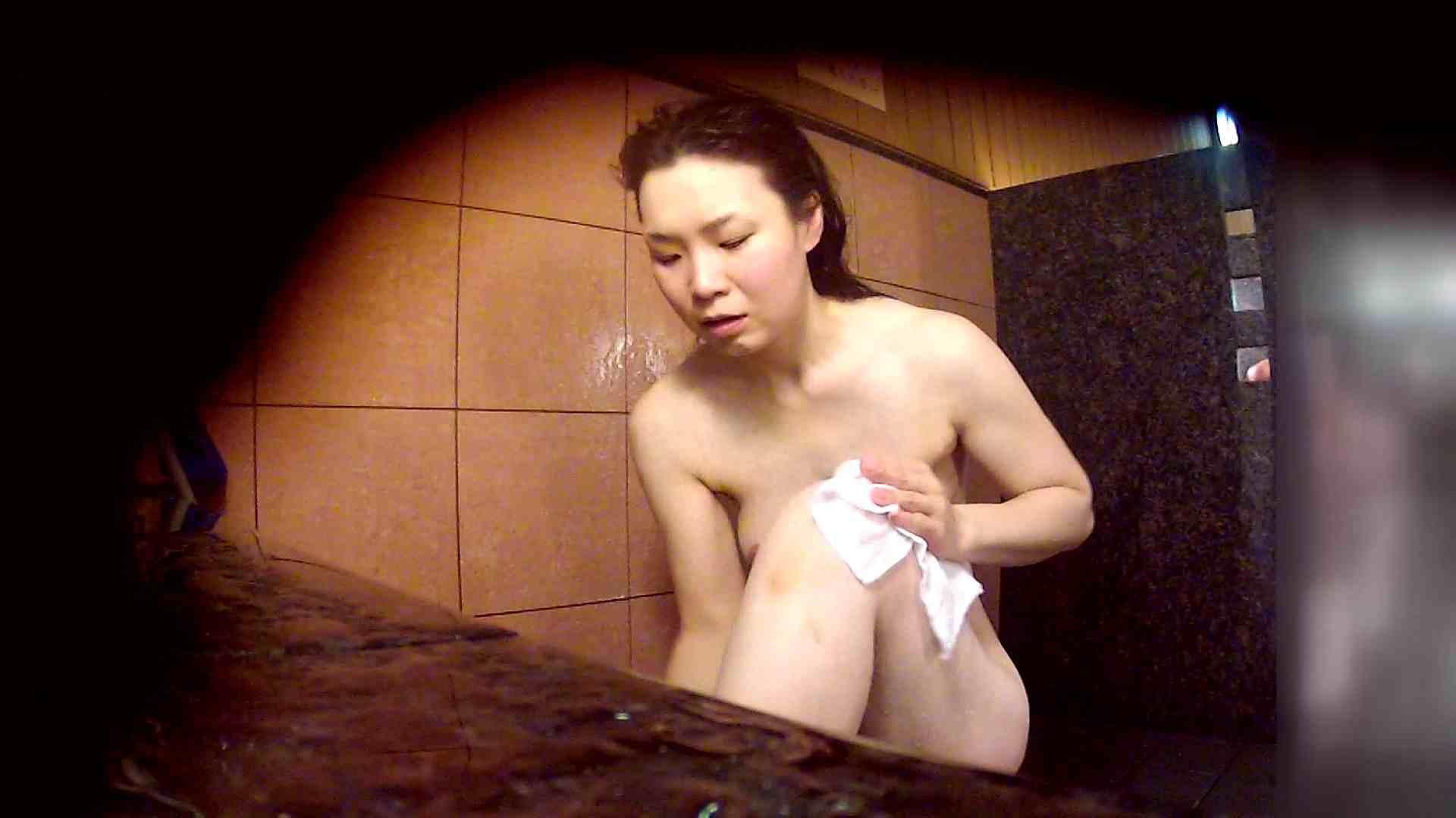 洗い場!マッスルお嬢さん!でもオッパイだけは柔らかそうです。 巨乳 | むっちり  108画像 22
