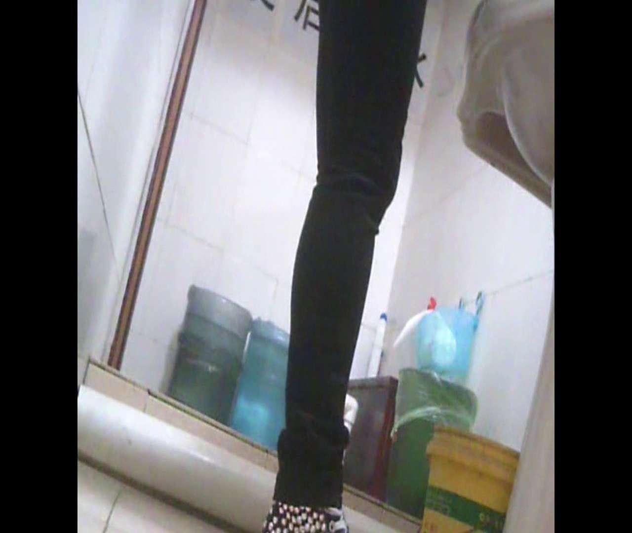 Vol.05 ズボンをはく時の左足! 洗面所   丸見えマンコ  111画像 21