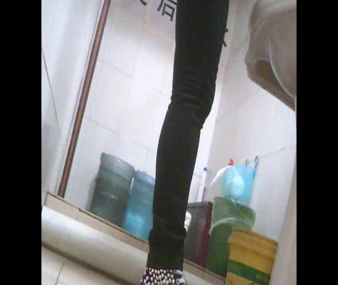 Vol.05 ズボンをはく時の左足! 洗面所   丸見えマンコ  111画像 23
