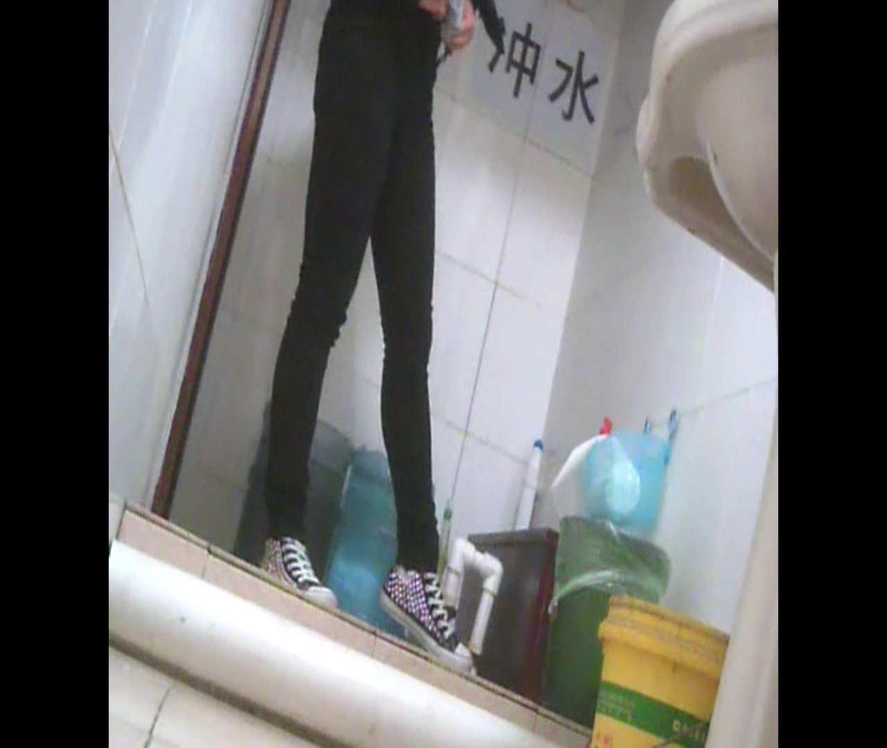 Vol.05 ズボンをはく時の左足! 洗面所   丸見えマンコ  111画像 86