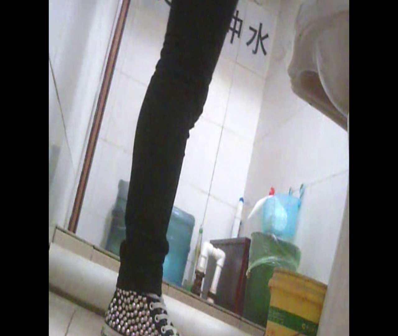 Vol.05 ズボンをはく時の左足! 洗面所   丸見えマンコ  111画像 92