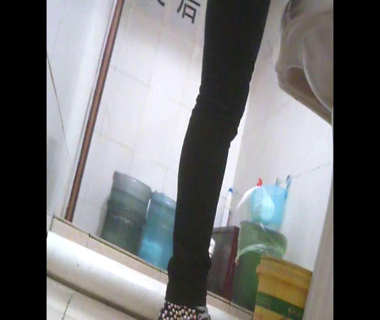 Vol.05 ズボンをはく時の左足! 洗面所   丸見えマンコ  111画像 101