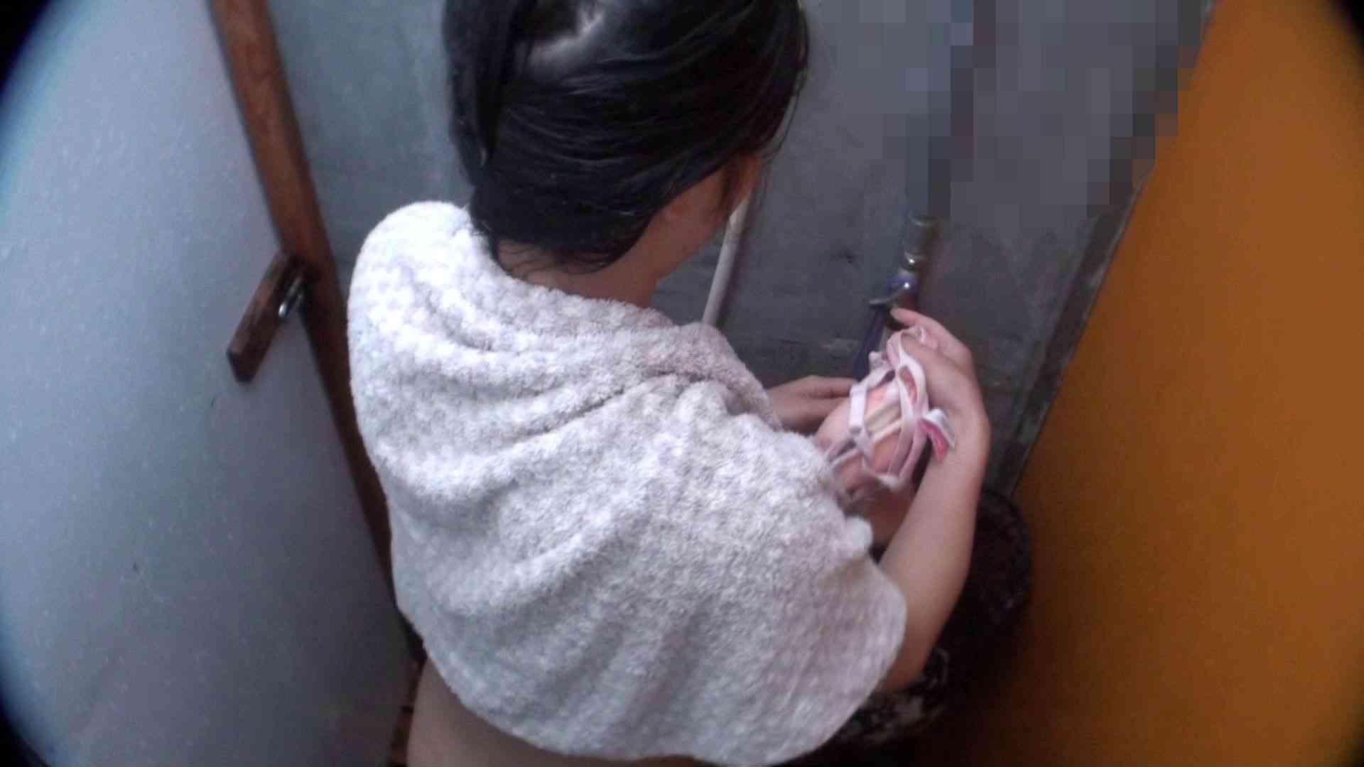 シャワールームは超!!危険な香りVol.21 オメメぱっちり貧乳ギャル鼻くそほじっても可愛いです 0   0  94画像 64