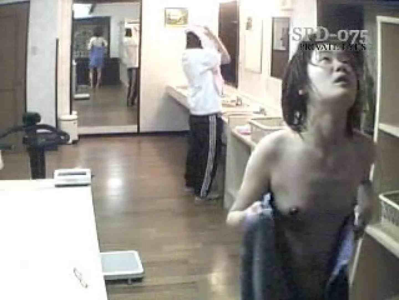 SPD-075 脱衣所から洗面所まで 9カメ追跡盗撮 前編 0   0  34画像 17